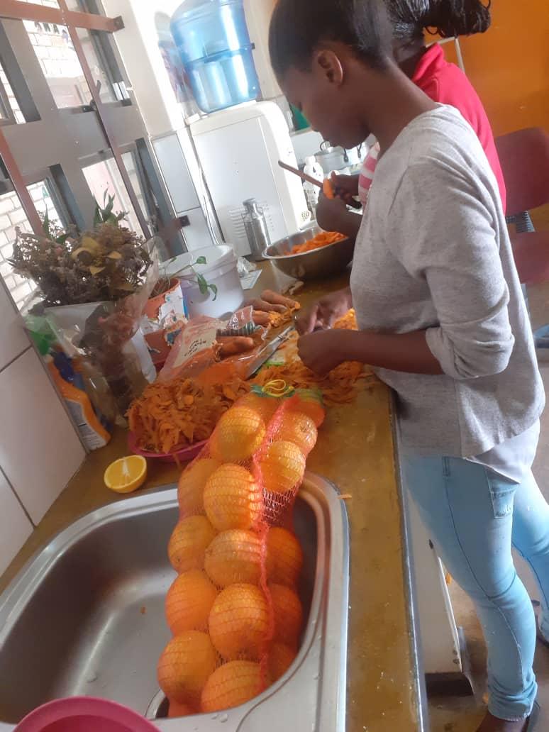 90 Kinder und Angehörige versorgt_gesundes Essen_ 3. Juni_Boomerang (2)