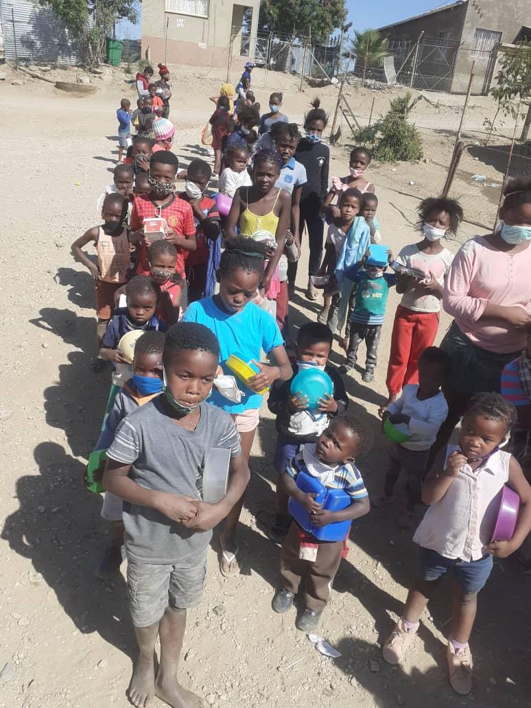 90 Kinder und Angehörige versorgt_gesundes Essen_ 3. Juni_Boomerang (9)