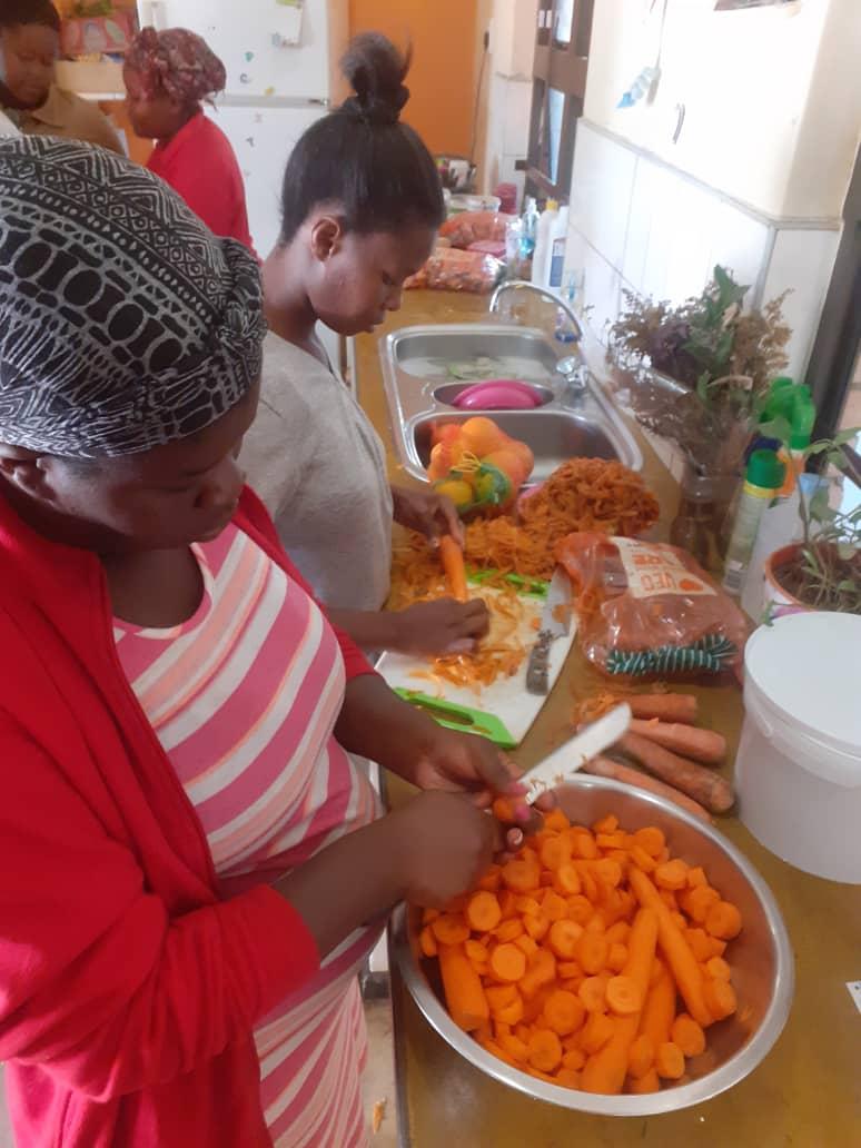 90 Kinder und Angehörige versorgt_gesundes Essen_ 3. Juni_Boomerang